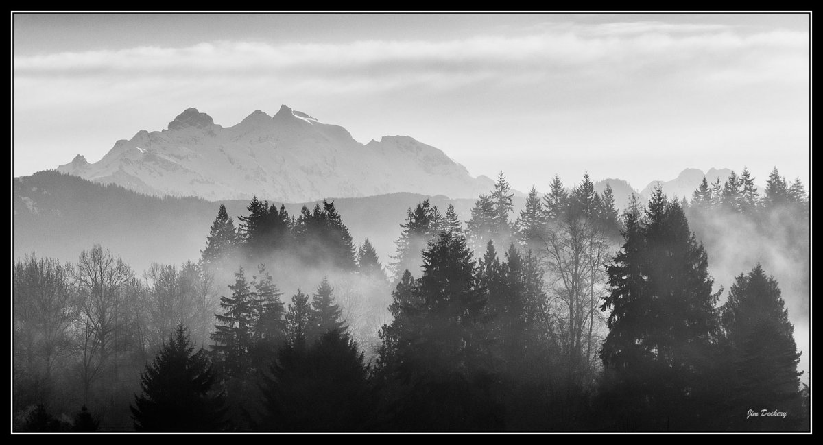 Three-Fingers-Sunrise_Pano-bw1.jpg